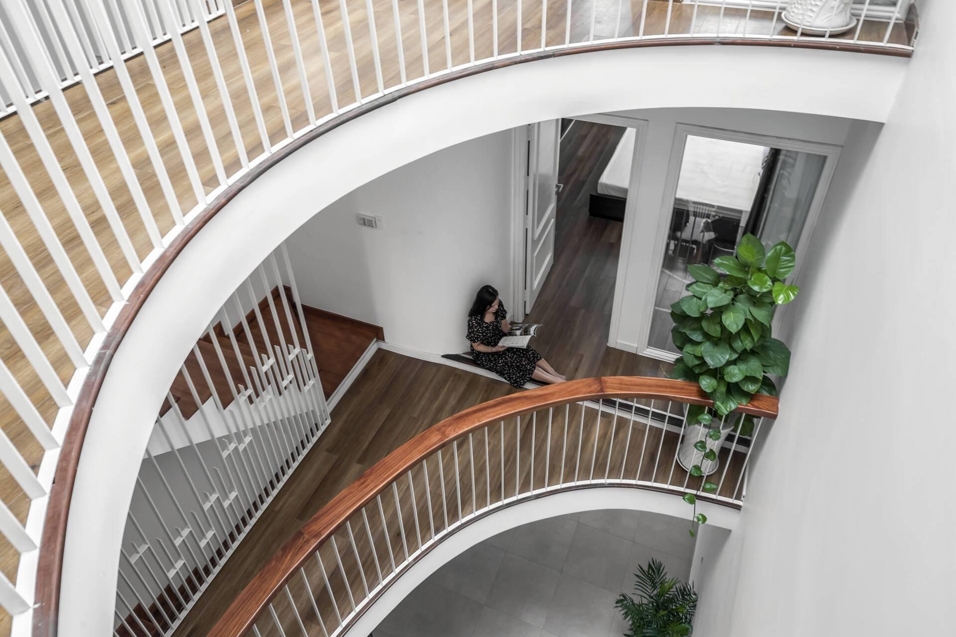 thiết kế lan can cầu thang các tầng đẹp mắt